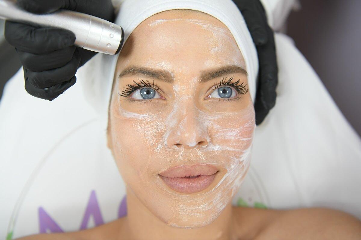 טיפול פנים בראשון לציון לקוחה